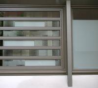 Aluminiumfenster mit seitlich gekoppeltem Lamellenfenster