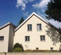 Fassade mit Holzfenstern; Halle/Saale, Anemonenweg