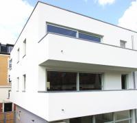 Holzfenster Balkon Mehrfamilienhaus Advokatenweg