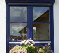 modernes Holzfenster mit Rundkasten, Langenbogen