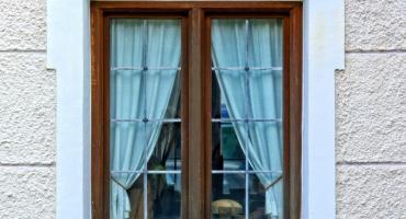 Holzfenster und Holztüren richtig pflegen