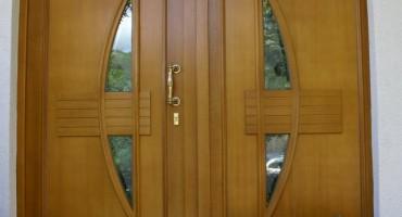 Holztür Eingangsbereich 2-flügelig 2-tlg. Eingangstür, Füllung Rodenberg, Holzart Meranti, endbehandelt Lasur