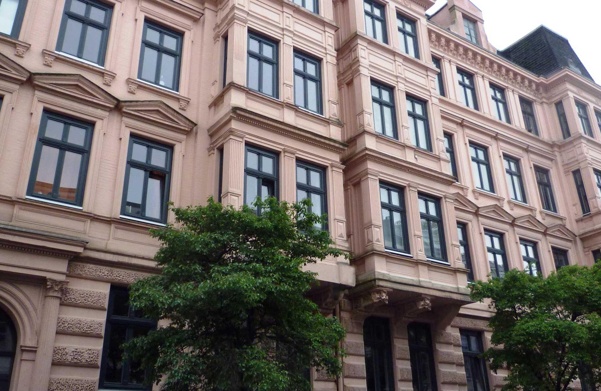 Holzfensterbau Holzfenster Denkmalschutzfenster in Hamburg Mehrfamilienhaus